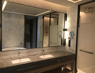 洗手台银镜安装